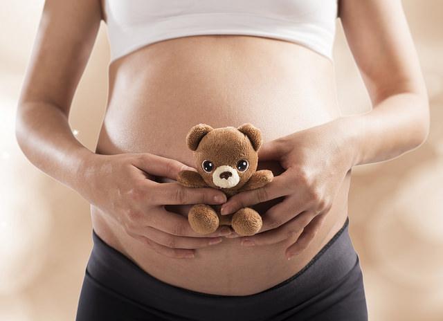 flujo marron en el embarazo